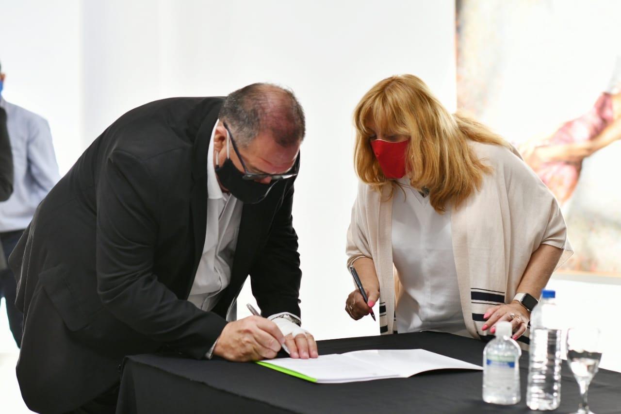 Orazi firmó convenio con Educación por insumos
