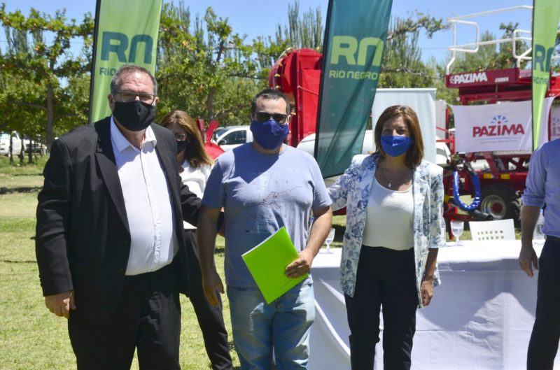 Orazi acompañó a la Gobernadora Carreras en la entrega de maquinarias a productores