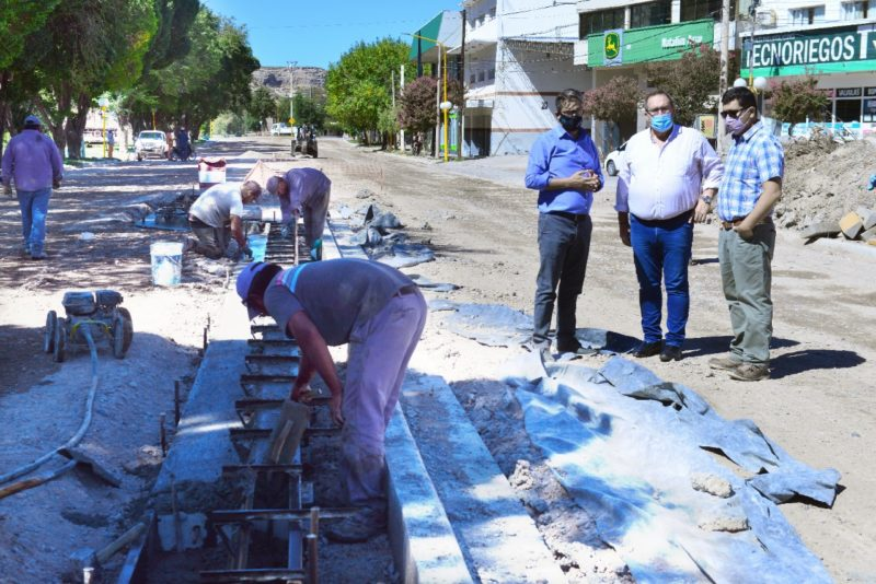Orazi y Valeri recorrieron la obra de la calle Libertad