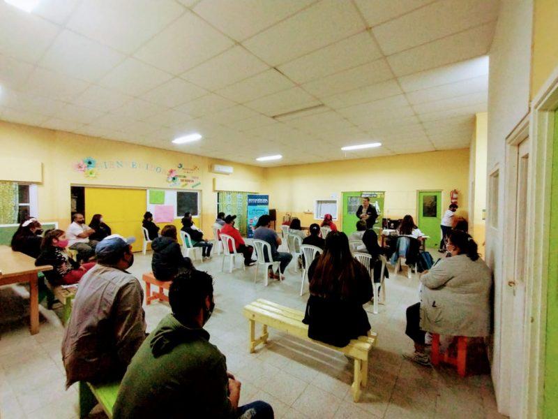Vecinos de El Sauce y Frutillar I y II participan de las charlas de educación vial