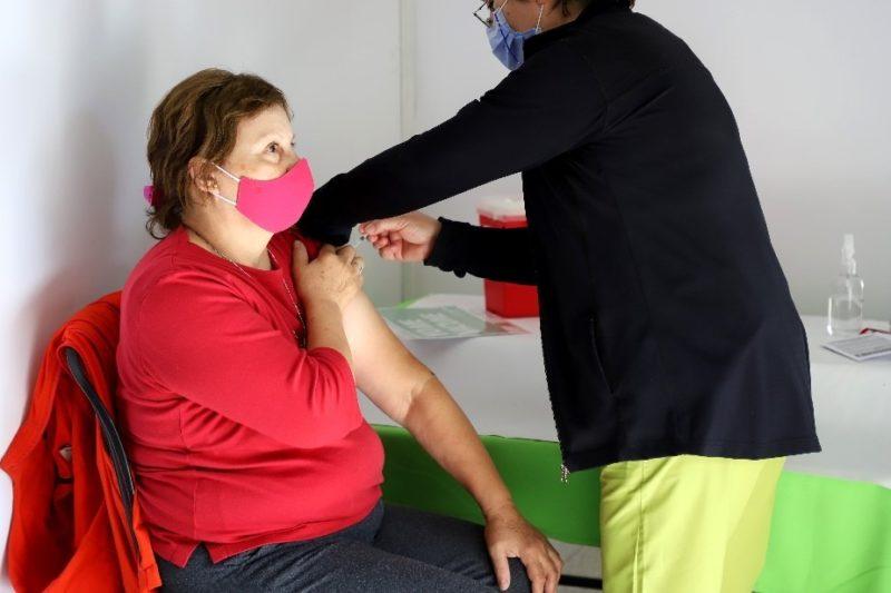 Vacunación COVID-19: Desarrollo Social colabora en la inscripción de adultos mayores