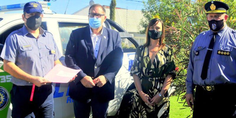 Orazi participó de la entrega de un vehículo y equipamiento a la Policía