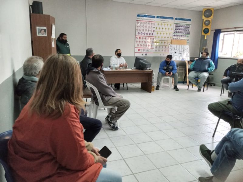 Reunión con dueños de taxis para informar medidas en el marco de las restricciones