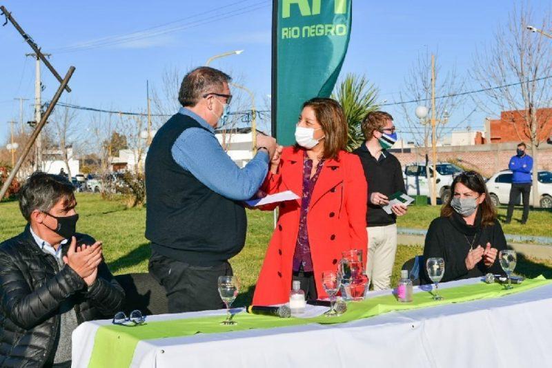 Orazi y Carreras firmaron el convenio específico para dotar de servicios al loteo Barazzutti