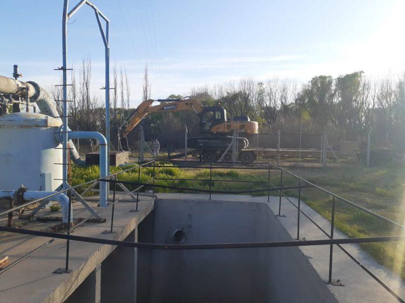 Obras y Servicios realiza trabajos en las plantas de captación de agua