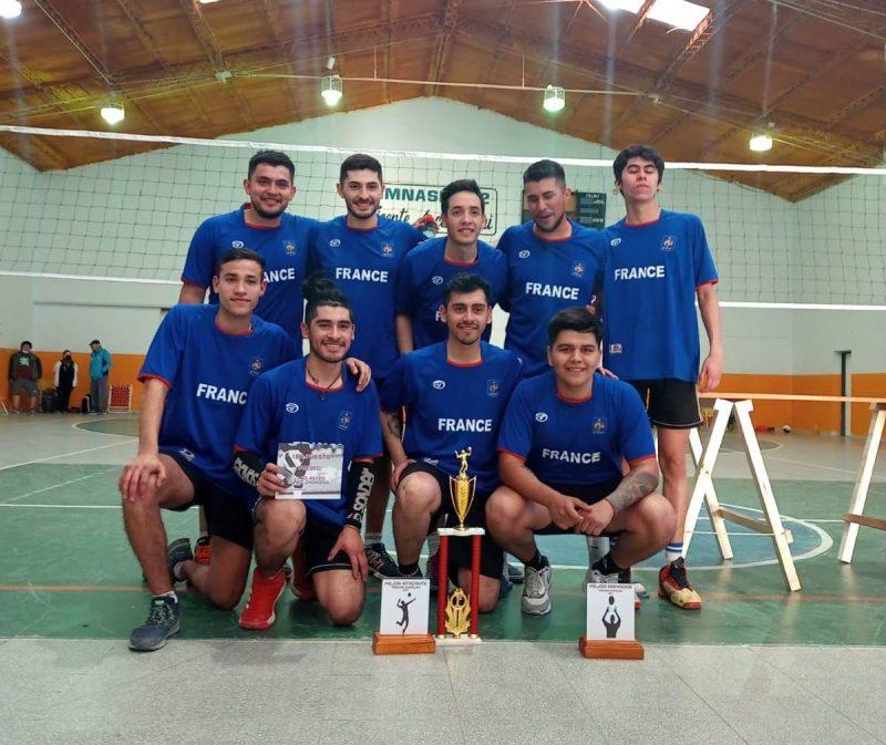 Se disputó torneo de vóley masculino en Cumelen